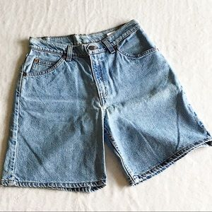 Vtg Levi's | 905 High Waisted Mom shorts